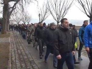 """Maik Schneider (ganz rechts) am 8. Februar 2014 auf dem neonazistischen """"Day of Honour"""" in Budapest"""