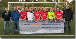 """Fotografisches Statement der """"SG Eintracht 90 Babelsberg"""" gegen """"Rechtsextremismus"""" – ohne Neonazi Thomas Pecht"""