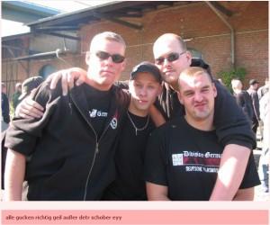 """Patrick Danz, Christian Helmstedt, Max Seidel und Mario Schober (v.l.n.r.) auf dem Weg nach Jena zum """"Fest der Völker"""" 2008"""