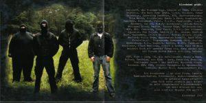 """Aus dem Booklet des Albums Wut der Band Bloodshed: Uwe Menzel, """"Hermann"""", Daniel Horn und Martin Rollberg (v.l.n.r.). die Band grüßt alle """"Kleinzellen"""" und """"Widerstandsnester""""."""